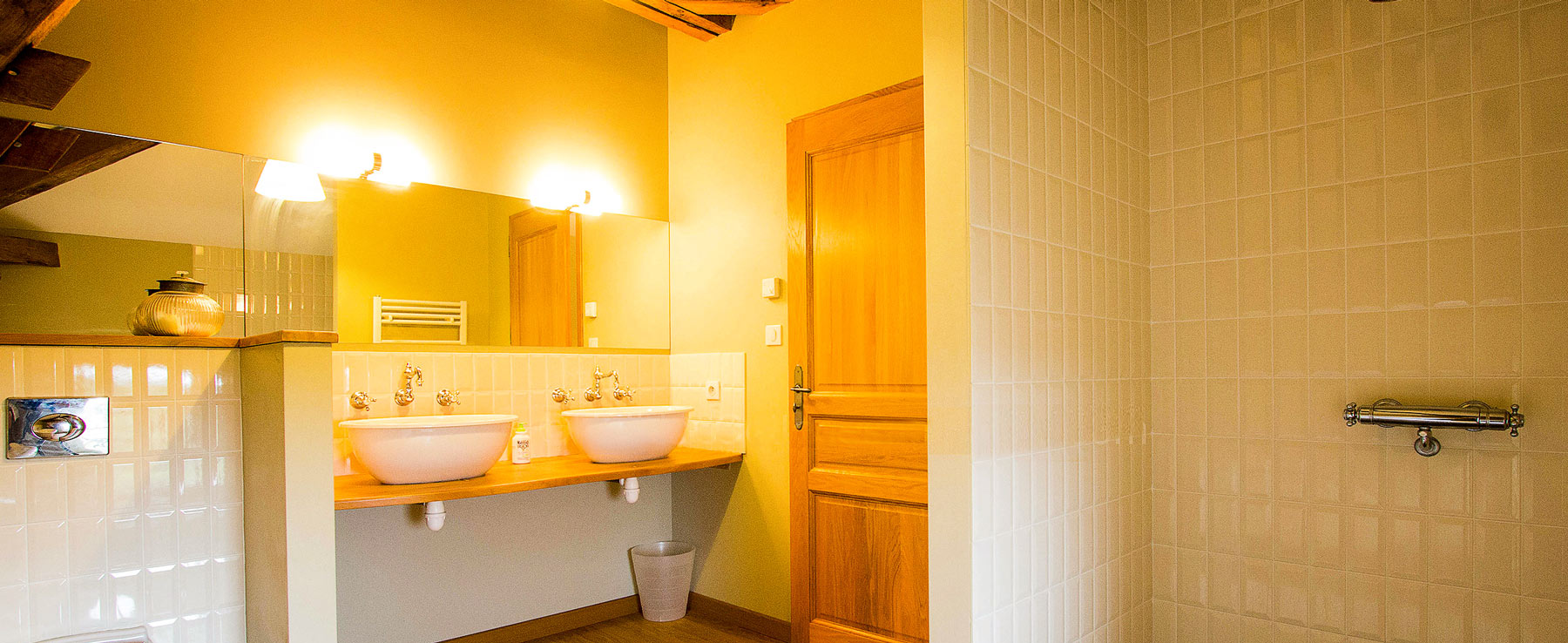 Bedroom_2_shower_and_wc_Joli_Fleuron_France