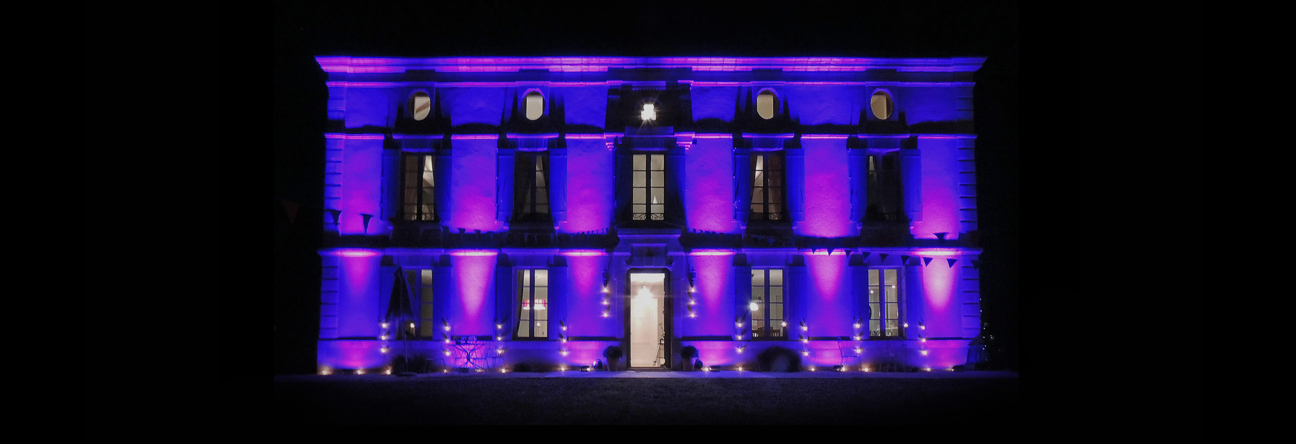 House_at_night_Joli_Fleuron_France